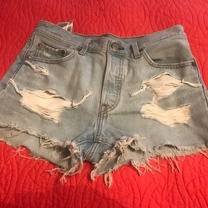 NWOT Levi 501 high waisted distressed short